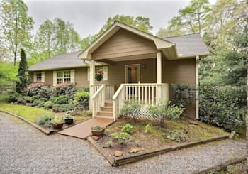 JUST LISTED! Affordable Mountain View Home Near Golfing, Shopping, Dining & More!