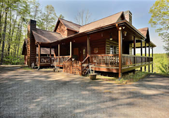 JUST LISTED! 3 LEVEL UPSCALE RUSTIC MOUNTAIN VIEW CABIN IN LEATHERWOOD MOUNTAIN COMMUNITY IS SIMPLY AMAZING!