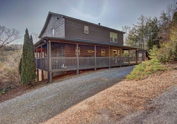 JUST LISTED! 3 LEVEL MOUNTAIN VIEW CABIN IN RUBY RIDGE…CLOSE TO LAKE CHATUGE