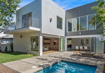 Just Listed! 961 Vernon Ave | 90291