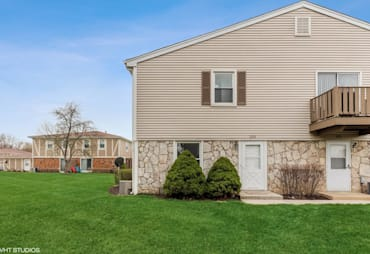 Just Listed: 233 Nantucket Harbor, Schaumburg