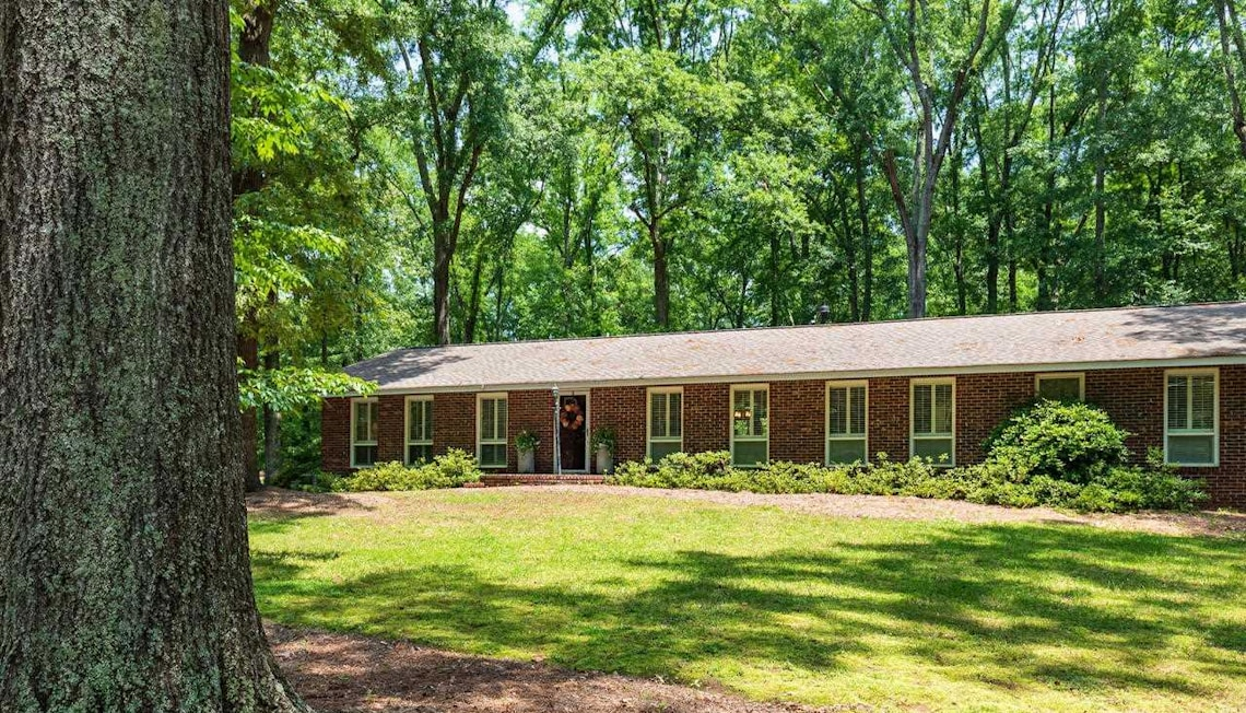 Just Listed: 437 Plantation Dr, Monroe