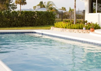 Five Smart Tips for Selling a Home With a Pool