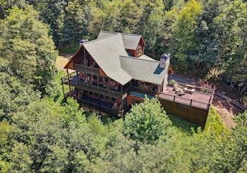 JUST LISTED! 3 Level Rustic Luxury Mountain View Cabin in Mountain in Mountain High Community is Simply Perfect!