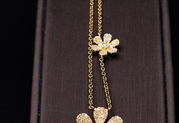 Just Listed: 14kyg Flower Pendant