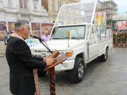 Papamóvil fue bendecido y presentado a los iquiqueños en Plaza Prat