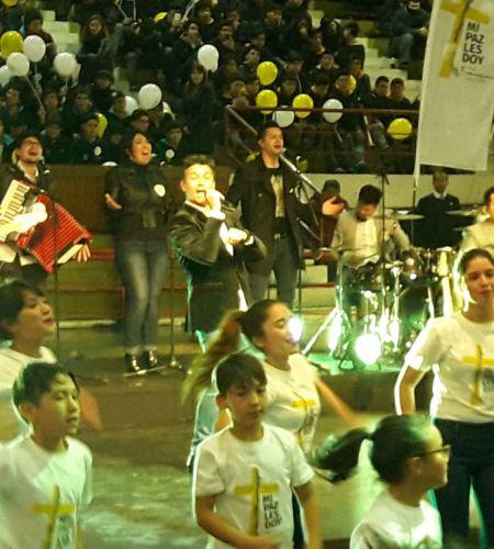 Américo canta el himno oficial<br> de la Visita del Papa Francisco