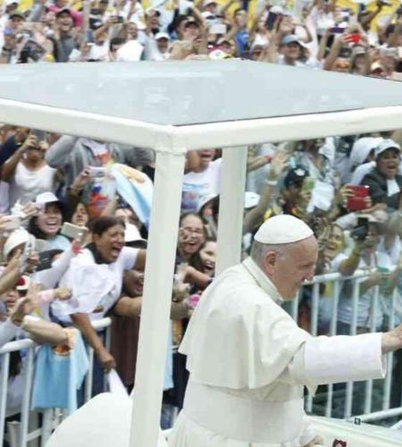 Visita del Papa en Colombia generó ingresos por 96 millones de dólares
