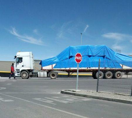 Papamóvil que será usado en Iquique cruzó por aduana de Chungará