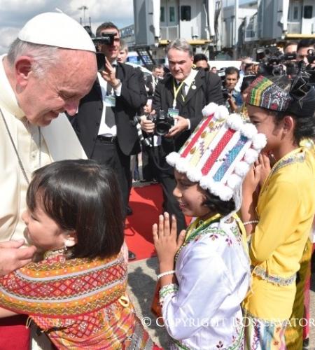 El Papa Francisco llegó a Myanmar, un país marcado por la represión