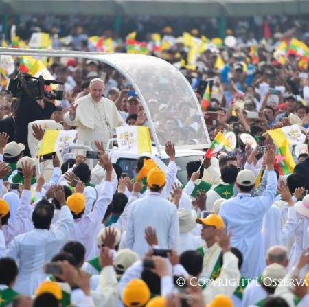 """Francisco en Myanmar: """"El camino de la venganza no es el camino de Jesús"""""""