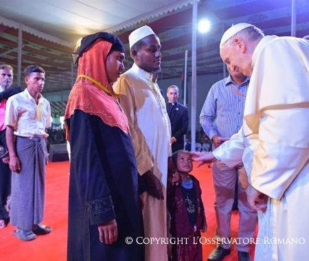 """Francisco en Bangladesh: """"La presencia de Dios, hoy, también se llama rohinyá"""""""