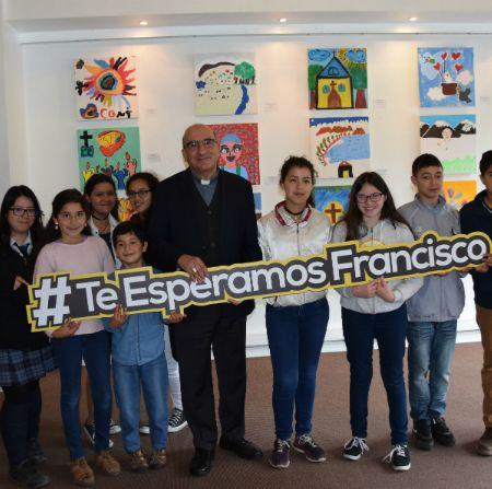 Niños de Concepción sorprenden con creatividad artística en homenaje al Papa Francisco