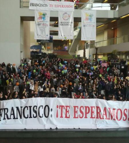 Jóvenes de la Academia de Líderes Católicos saludan al Papa