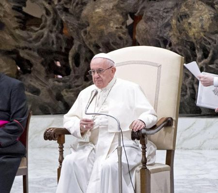 Papa llama a la protección de refugiados e inmigrantes en mensaje de Año Nuevo