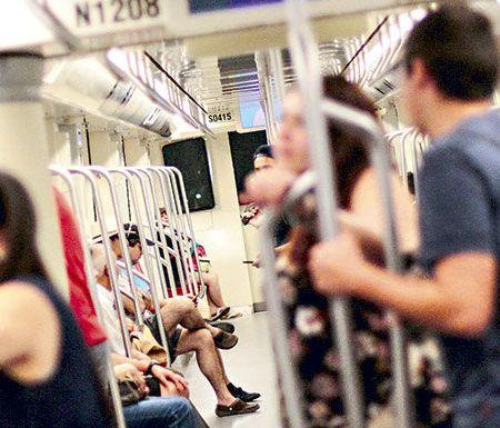 Visita del Papa: Metro abrirá a las 2 AM para los fieles que vayan al Parque O'Higgins