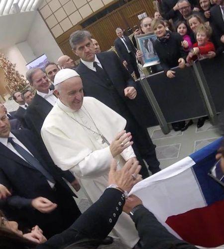 """El emocionante relato del chileno al que el Papa le bendijo la bandera: """"Me llenó de esperanza"""""""