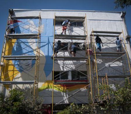 Vecinos de Villa Francia preparan mural del papa Francisco