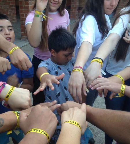Con alegría y optimismo, voluntarios papales llevan el mensaje del Santo Padre a hogares de niños