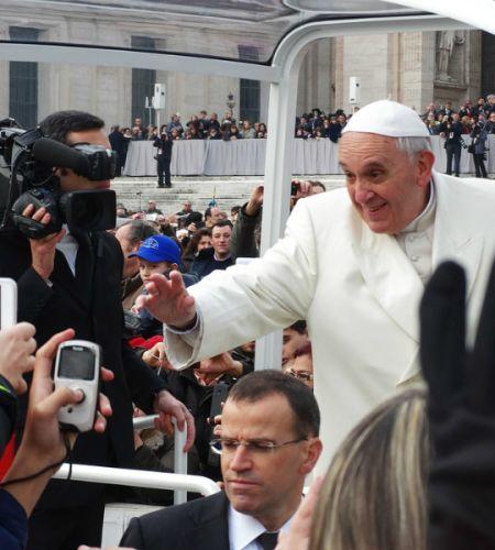 ¡Salgamos a la calle a saludar al Papa Francisco!