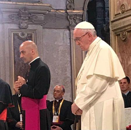 El Papa Francisco tuvo encuentro privado con víctimas de abusos sexuales