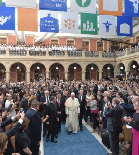 """Papa Francisco al mundo académico: """"Es necesario enseñar a pensar lo que se siente y se hace"""""""