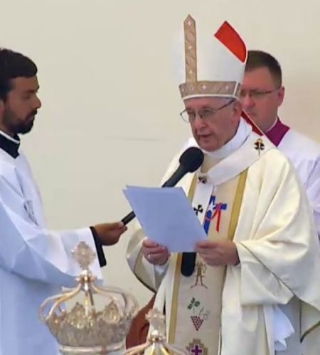 """Papa Francisco llama a valorar """"todo lo bueno que tienen para aportar"""" los migrantes"""