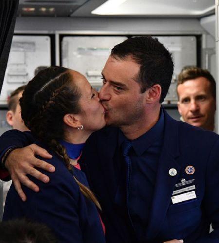 El inesperado matrimonio a bordo del avión del Papa Francisco