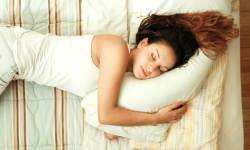 गैजेट्स की लत और शिफ्ट में काम करने की वजह से खराब हो रही है भारतीयों की नींद : सर्वे
