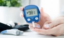 How To Use Blood Glucose Monitors And Tips To Buy A Glucometer