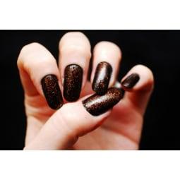 Einfach Fingernägel lackieren