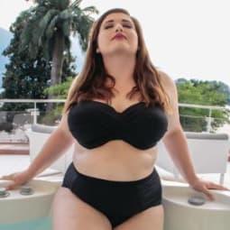 Bademoden-Trends für Curvy Frauen