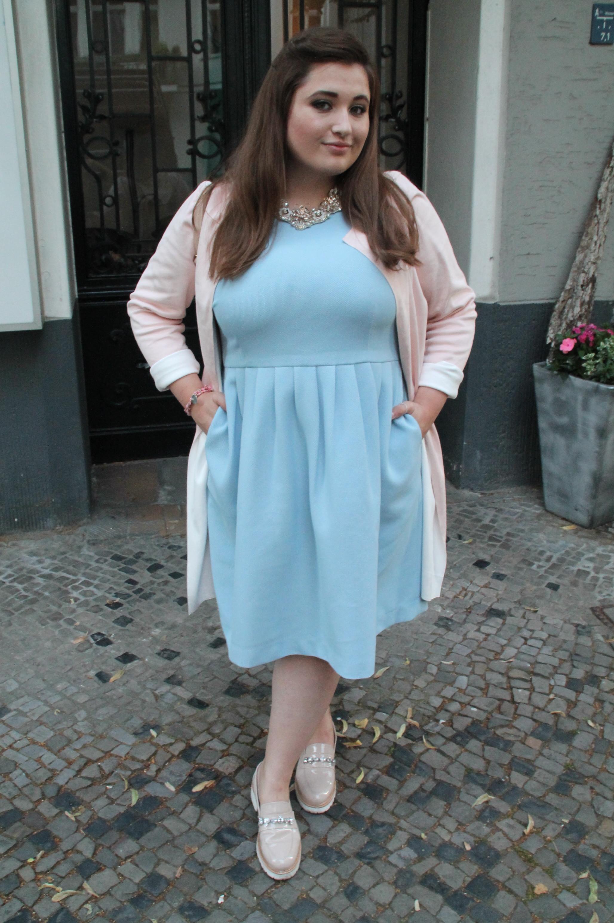 Jules im Kleid Figurtyp H