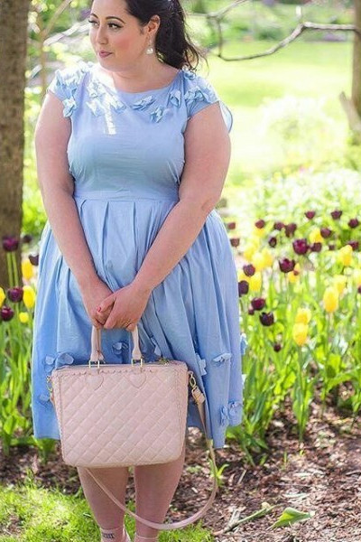 Kleider für mollige Hochzeitsgäste