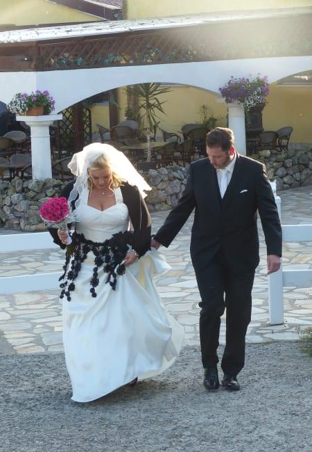 Kurvige Liebe auf Hochzeitskleid-Suche