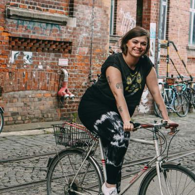 Lea von Wundercurves erzählt über ihr Leben mit Lipödem