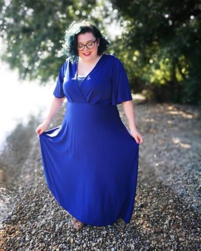 Festliche Kleider große Größen in aufregendem Blau