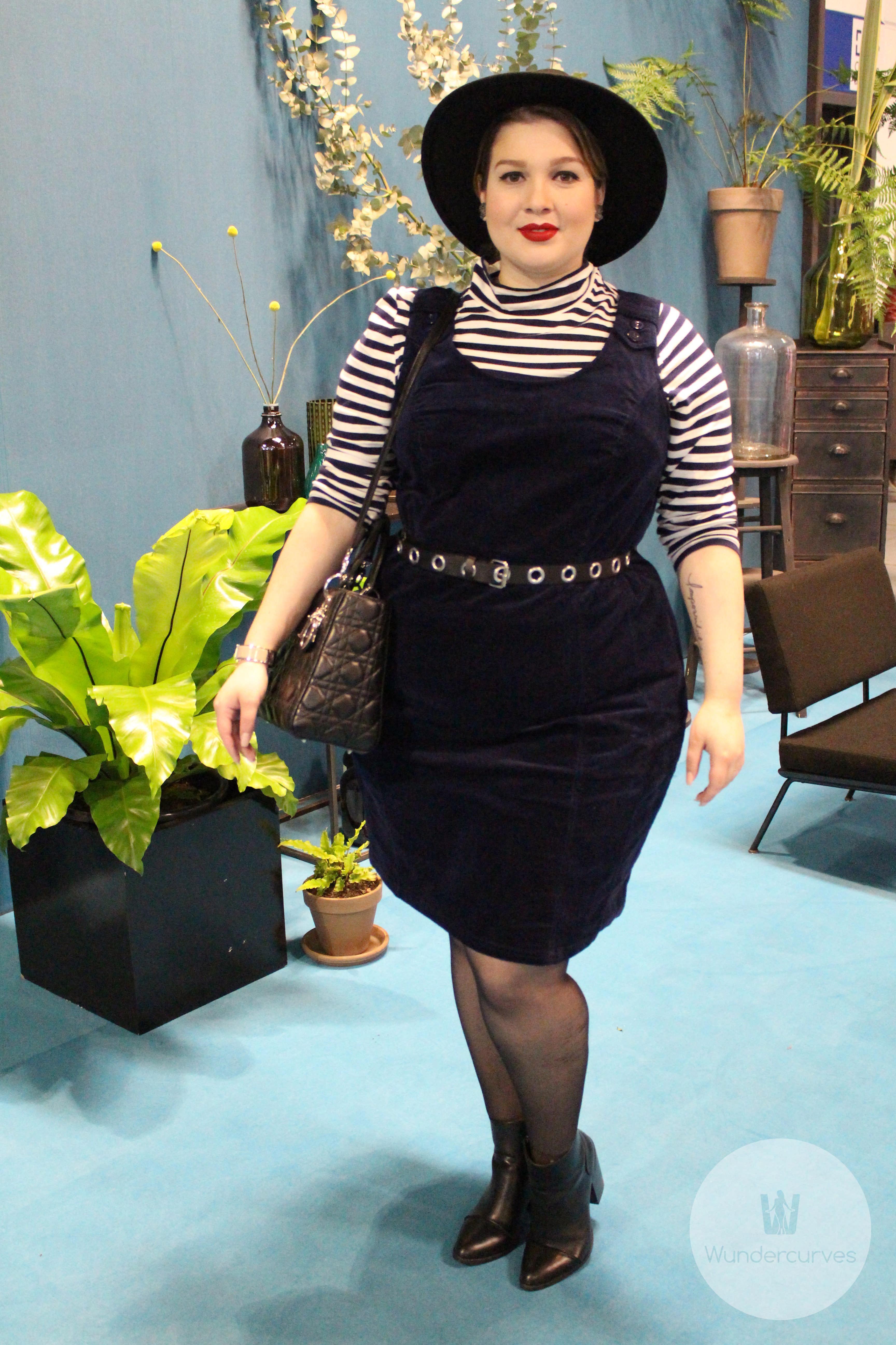 Luciana Lu zieht an Look