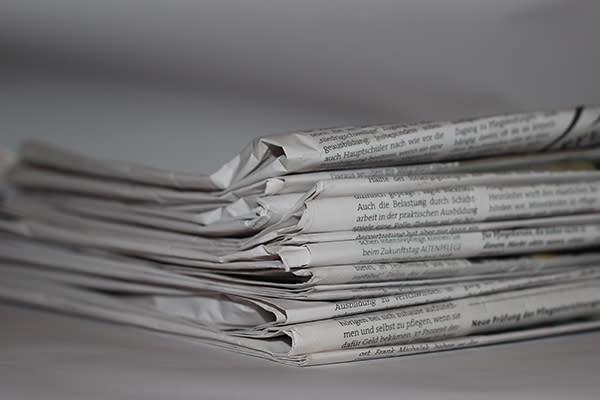 Schuhe weiten mit Zeitungspapier