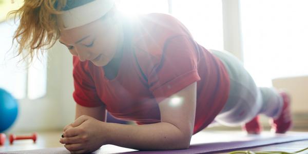 Möglichkeiten des Fitnessstudios kennen lernen