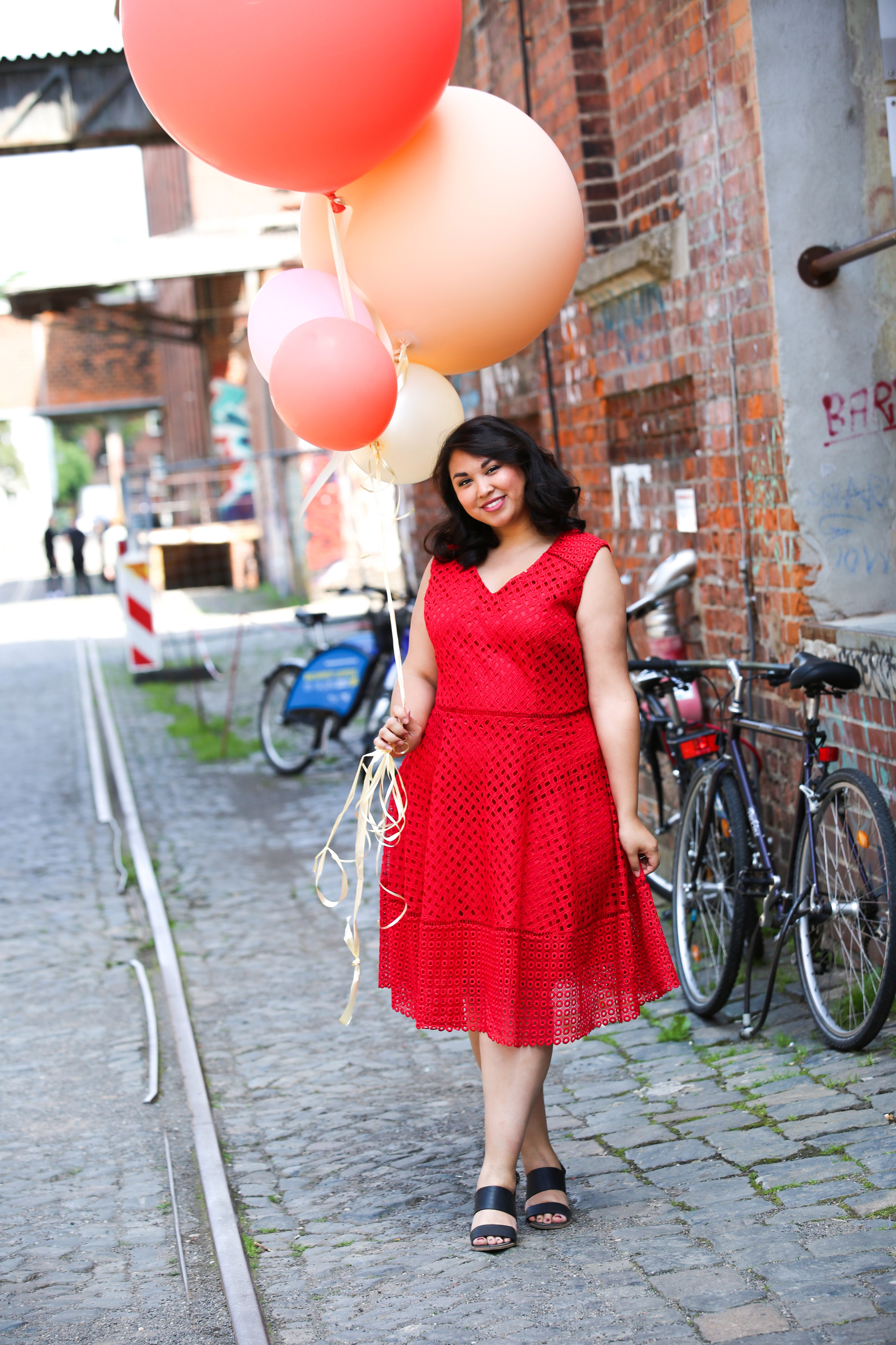 Tiffany in Red beim Wundercurves Shooting