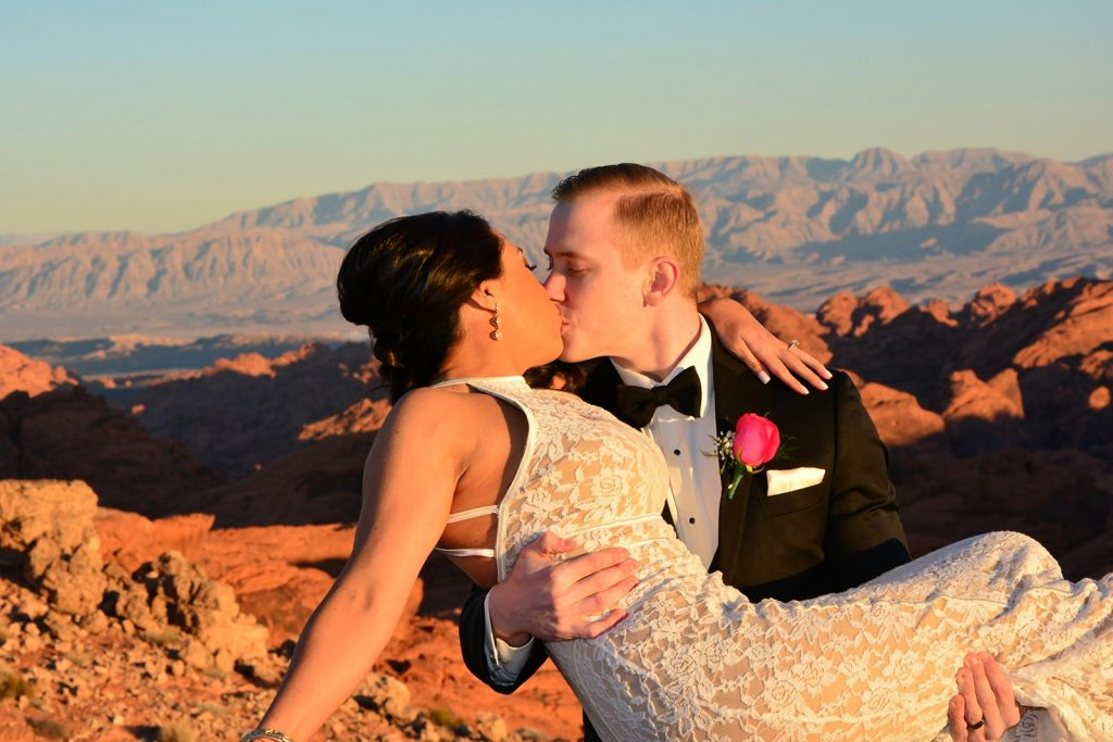 GRAND CANYON HELICOPTER & VALLEY OF FIRE WEDDING CEREMONY PACKAGE