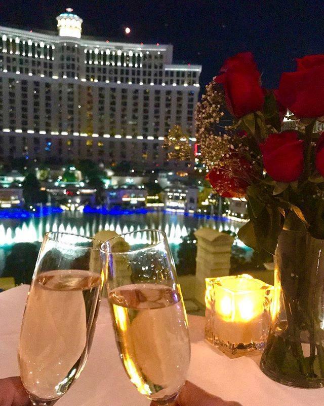 ROMANTIC LAS VEGAS VIP HELICOPTER STRIP FLIGHT & EIFFEL TOWER DINNER CELEBRATION