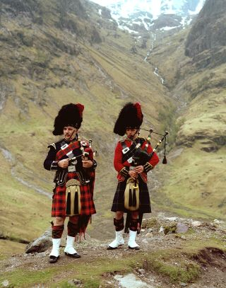 Pipers at Glencoe