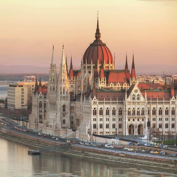 Tones Budapest