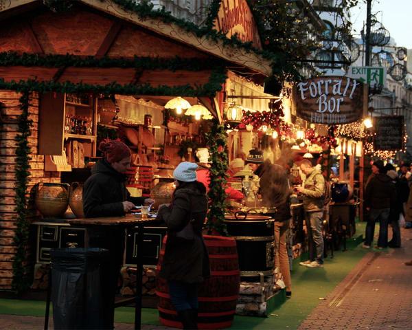 Ankomst Budapest og besøk julemarked (M)