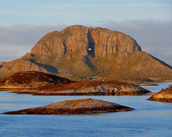 Hurtigruten – videre langs Helgelandkysten mot Rørvik (F, L)
