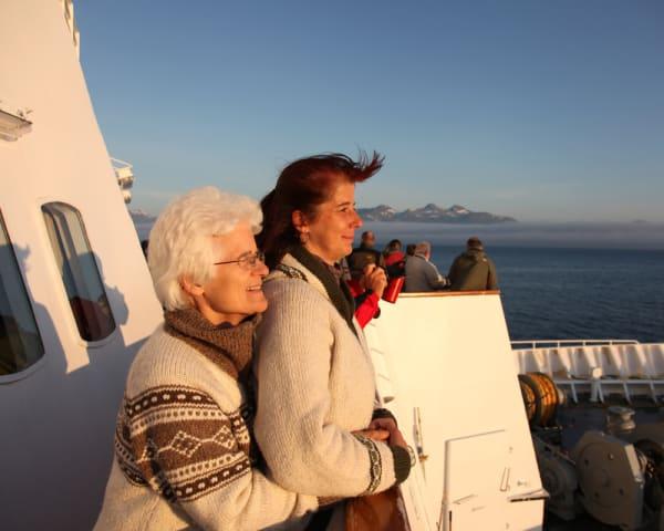 Trondheim – Hurtigruten seiler mot Brønnøysund (F, M)