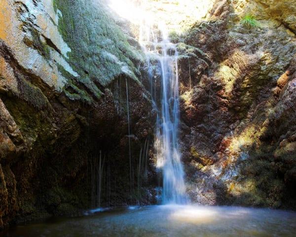 2. vandring: Troodos-fjellene, Kalidonia Waterfalls og vinomr�det (F, L)