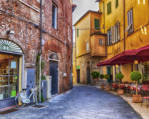 Fridag eller valgfri utflukt: Lucca (F)